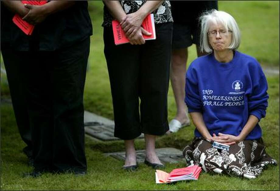 Joan Henjum, pastor of the Church of Mary Magdalen, a church for homeless women, listens to the speakers on Wednesday at Mt. Olivet Cemetery in Renton. The burial ceremony was for 200 people interred at the cemetery who died in King County over the past two years and remained unclaimed. Photo: Joshua Trujillo/Seattle Post-Intelligencer