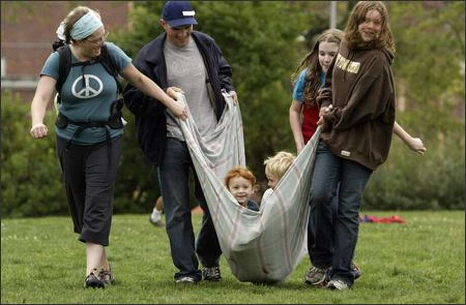 Parents and children who are part of an informal network of about 200 homeschool families gathered to eat, talk and play Tuesday at Wallingford Playfield. Photo: Andy Rogers/Seattle Post-Intelligencer