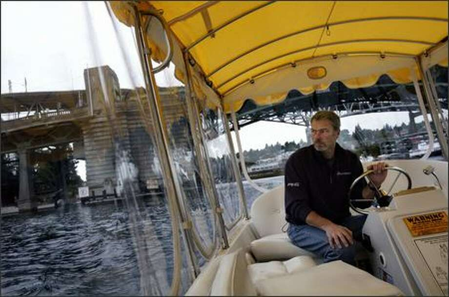 Arne Thompson captains the All Charged Up on his way to Seattle's Center for Wooden Boats, one of the stops for the two-week-old Lake Union Water Taxi. Photo: Andy Rogers/Seattle Post-Intelligencer