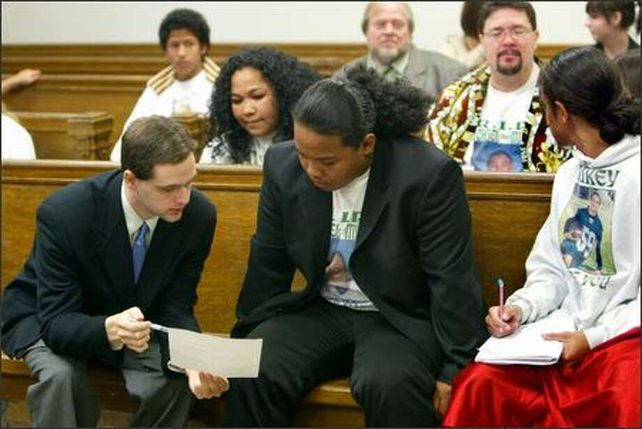 Lawyer Matthew King, left, speaks with Jordan Jantoc as his mother listens at a court hearing Friday. Photo: Karen Ducey/Seattle Post-Intelligencer