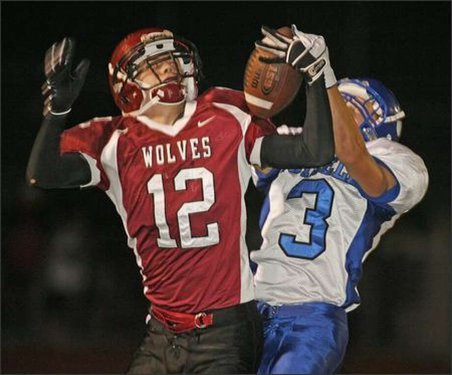 Eastlake's Tanner Nilsen, left, catches a touchdown pass in the third quarter despite the coverage of Bothell's Kurt Stottlemeyer. Photo: Grant M. Haller/Seattle Post-Intelligencer