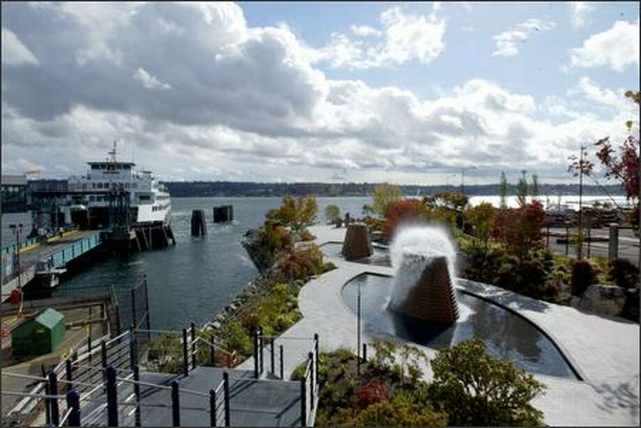 The 2.5-acre Harborside Park features five wading pools with fountains, whose trickling waters burst into mushroom-shaped blobs, drawing hundreds of people per day in summer. Photo: Karen Ducey/Seattle Post-Intelligencer