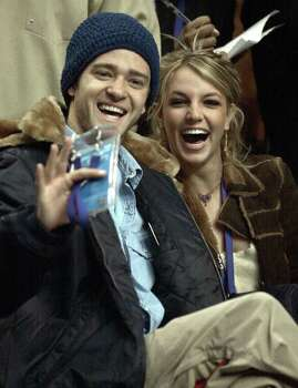 SPORTS - Pop-stars Justin Timberlake and Britney Spears were among the celebrities that appeared at the 2002 NBA All-Star Game at the Union Center in Philadelphia on Sunday, Feb. 10, 2002. (Kin Man Hui/staff) Photo: KIN MAN HUI, SAN ANTONIO