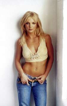 1201116 POP TOPS 1: BRITNEY SPEARS. BPI DIGITAL PHOTO JIVE RECORDS Photo: STF, BPI / JIVE RECORDS