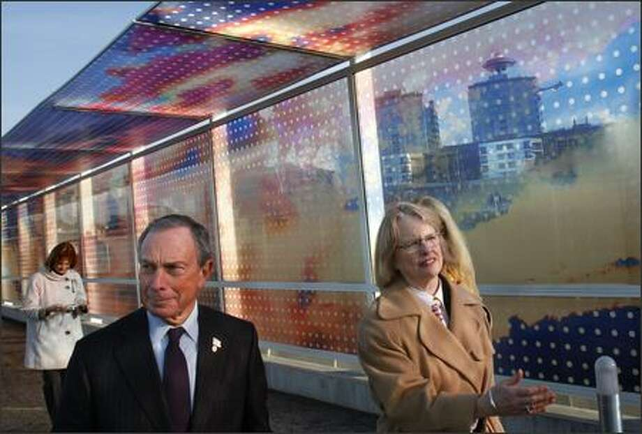 New York Mayor Michael Bloomberg tours the Olympic Sculpture Park with SAM Director Mimi Gates. Photo: Andy Rogers/Seattle Post-Intelligencer