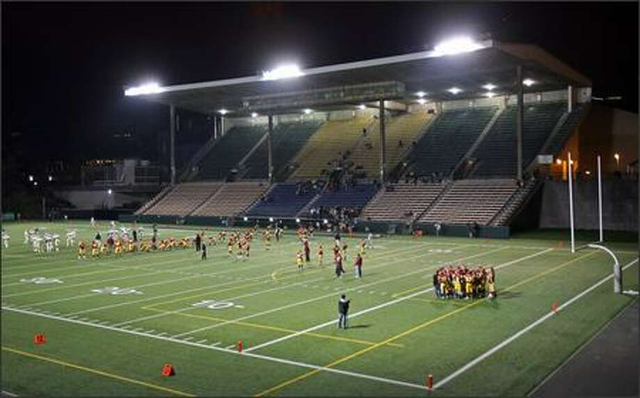 Memorial Stadium hosted yet another football game Friday night. Photo: Mike Urban/Seattle Post-Intelligencer