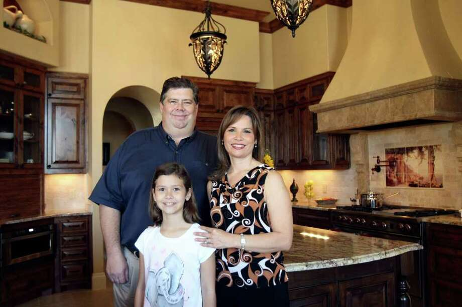 Ben and Patty Brett, with daughter Kaetlin, created a kitchen that was large enough to accommodate more than one person. Photo: HELEN L. MONTOYA, SAN ANTONIO EXPRESS-NEWS / SAN ANTONIO EXPRESS-NEWS