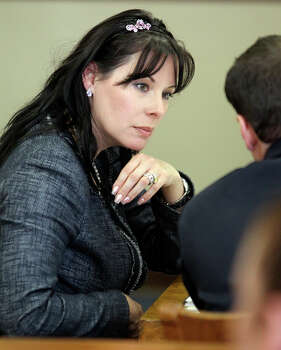 Linda Woods chats with counsel as witnesses testify in the Domonique Ramirez civil case in the 45th District courtroom at the Bexar County Courthouse. Photo: Tom Reel/treel@express-news.net / © 2011 San Antonio Express-News