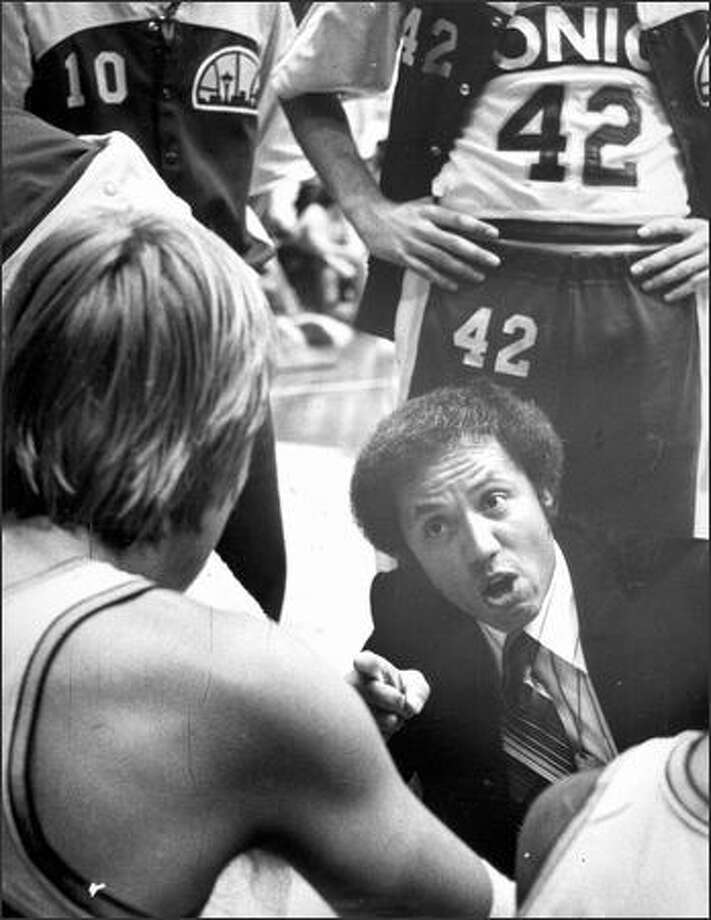 1978: Sonics coach Lenny Wilkens talks to player Jack Sikma. Photo: Seattle Post-Intelligencer