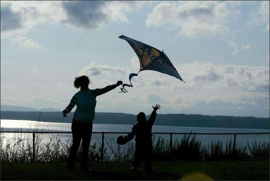Christina Allen and Benjamin Meyer, 4, fly a kite at Sunset Hill Park. Photo: Grant M. Haller/Seattle Post-Intelligencer