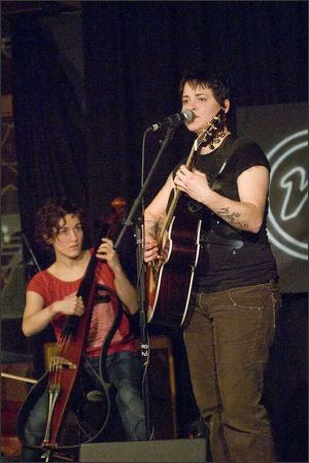 Seeing Blind cellist Jessika Kitzman and guitarist Melissa Levi perform.