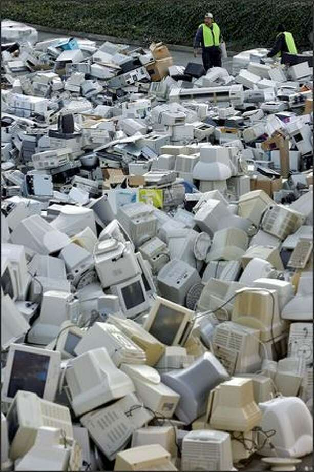 The amount of electronic waste brought to a free recycling event at Seattle Pacific University far exceeded what organizer Jason Purcell expected. Photo: Mike Urban/Seattle Post-Intelligencer
