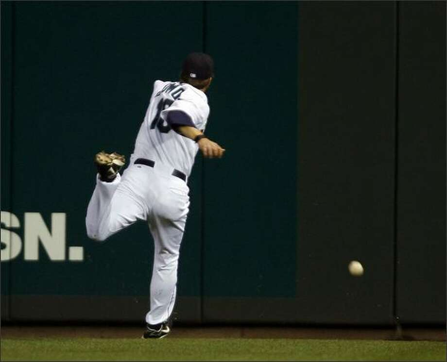 Willie Bloomquist leaps for and misses a triple to right center by Baltimore's Melvin Mora during the sixth inning. Photo: Mike Urban/Seattle Post-Intelligencer