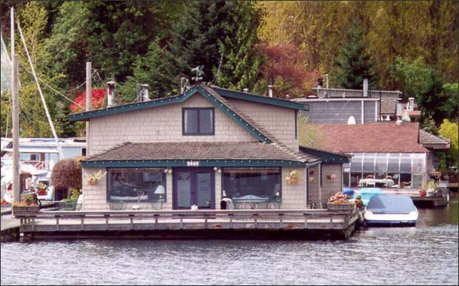 "The ""Sleepless in Seattle"" houseboat on Lake Union is seen in this May 2001 file photo. It was one of the highlights of an Argosy cruise tour. Photo: Hilda Anderson/Special To The P-I"