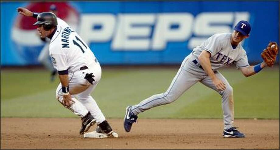 Edgar Martinez takes second base on a Bret Boone single as Texas' Michael Young misses the tag in the fourth inning. Boone's looped single to right scored Jolbert Cabrera. Photo: Mike Urban, Seattle Post-Intelligencer