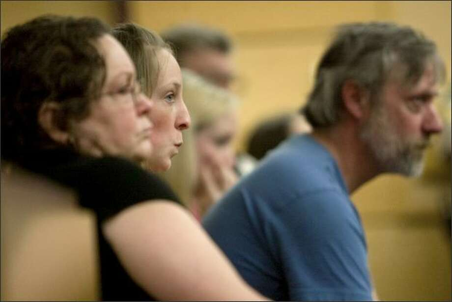 Sabrina Rasmussen, center, flanked by mom Nancy and dad Grady, questions Terapon Adhahn. Photo: Grant M. Haller/Seattle Post-Intelligencer