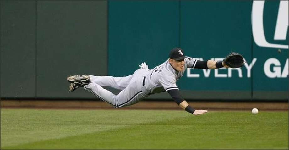 Chicago's Brian Anderson misses a Jeff Clements single. Photo: Gilbert W. Arias/Seattle Post-Intelligencer