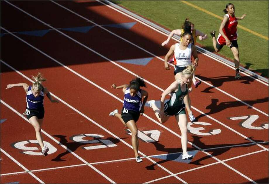 Skyline's Shealee O'Donnell (Lane 4) leans into the tape 0.01 seconds ahead of Issaquah's Johanna Carr (Lane 5) in the 100-meter dash finals at the Sea-King 3A District track meet at Chief Sealth High. Photo: Mike Urban/Seattle Post-Intelligencer