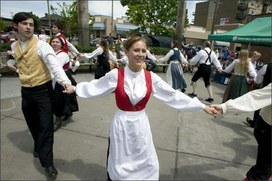 Lori Anderson, center, and Abraham Hardy of the Leikarringen dancers from Portland perform in Ballard. Photo: Jim Bryant/Seattle Post-Intelligencer