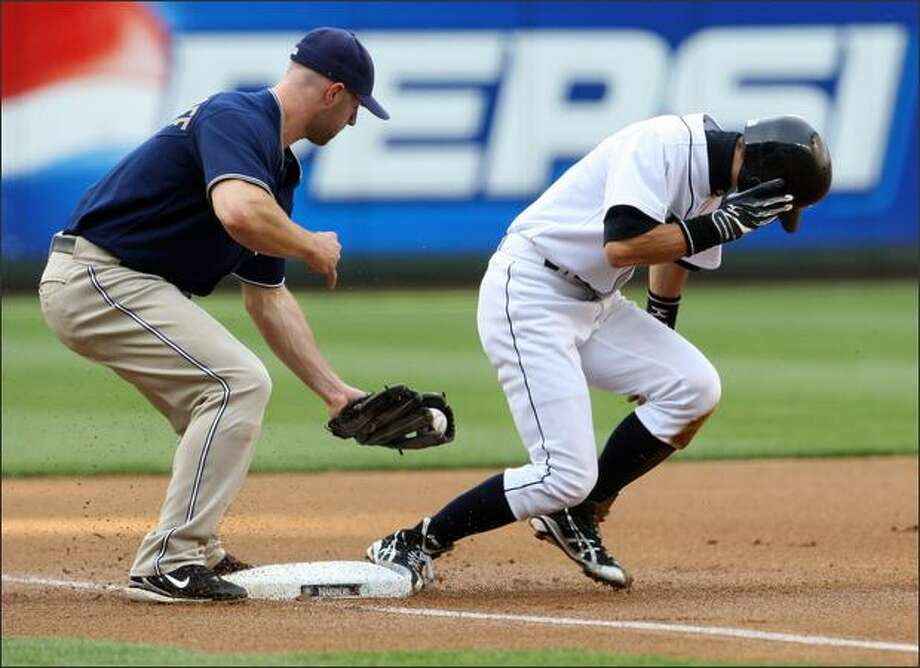 San Diego's Kevin Kouzmanoff is late on the tag as Ichiro Suzuki steals third base in the first inning. Photo: / Associated Press