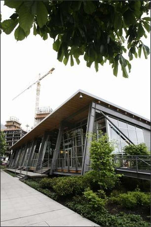 The South Lake Union Discovery Center is a sleek shed designed to be unbolted and trucked away. Photo: Andy Rogers/Seattle Post-Intelligencer