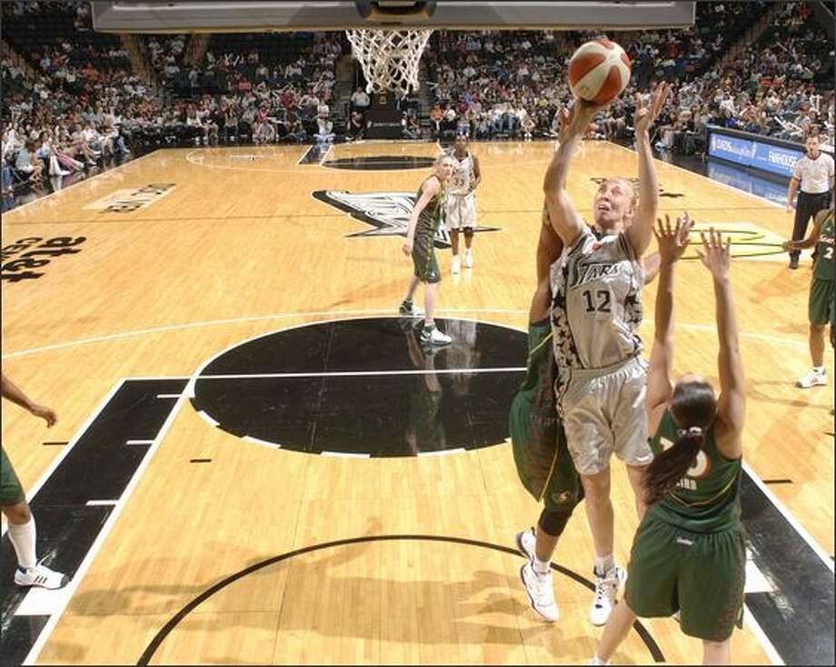 Ann Wauters of the Silver Stars goes for the layup. Photo: / Getty Images