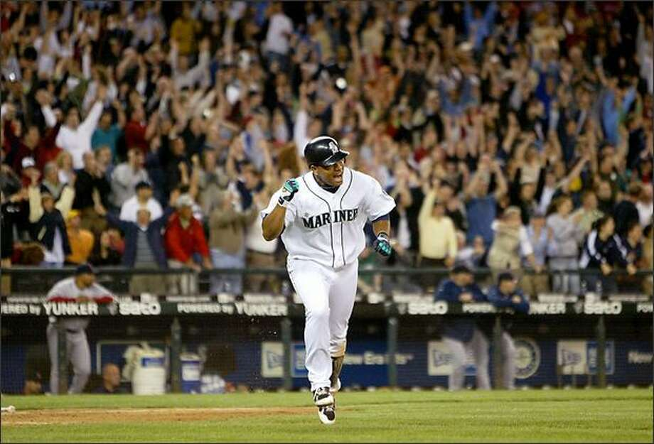 Jose Lopez pumps his fist as the fans cheer his ninth inning hit, which gave the Seattle Mariners a 4-3 win over the Boston Red Sox. Photo: Scott Eklund/Seattle Post-Intelligencer