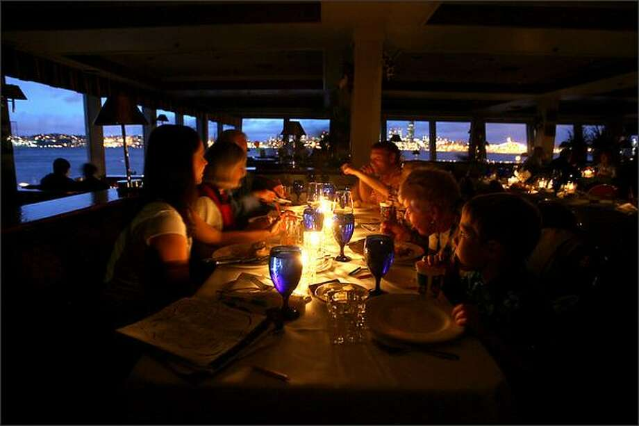 A power outage that left thousands in the dark Monday night had a bright side for the Meacham family – an unexpected candlelight dinner at Salty's on Alki. High winds from a strong storm knocked out electricity to at least 18,700 homes in Seattle and South King ounty; about 30,000 customers across Western Washington were without power. Photo: Scott Eklund/Seattle P-I