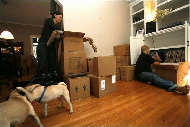 John and Heather Ketchpaw unpacks boxes in the Central Area home that they bought with the help of higher Federal Housing Administration limits. Photo: Kristine Paulsen/Seattle Post-Intelligencer