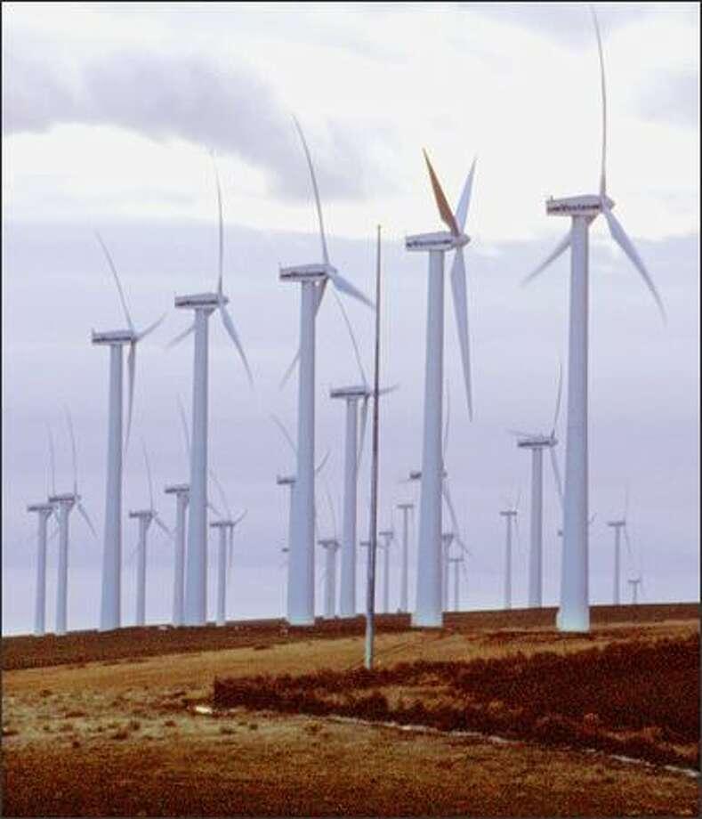 Turbines generate power at the Vanscyle Wind Facility, south of the Washington-Oregon border. Photo: /