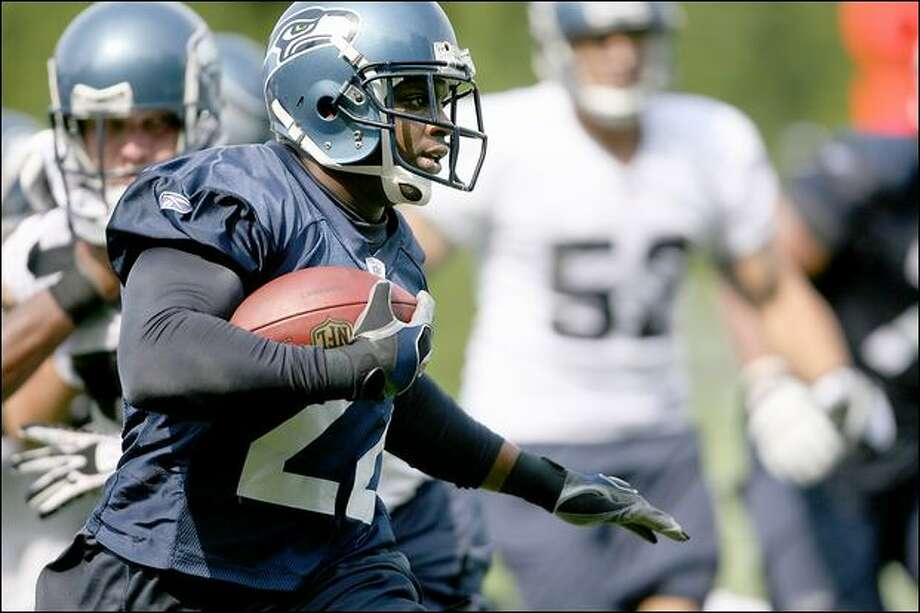 Running back Julius Jones, acquired in free agency, said he's being asked to do things in the Seahawks offense that he never had an opportunity to try with Dallas. Photo: Scott Eklund/Seattle Post-Intelligencer