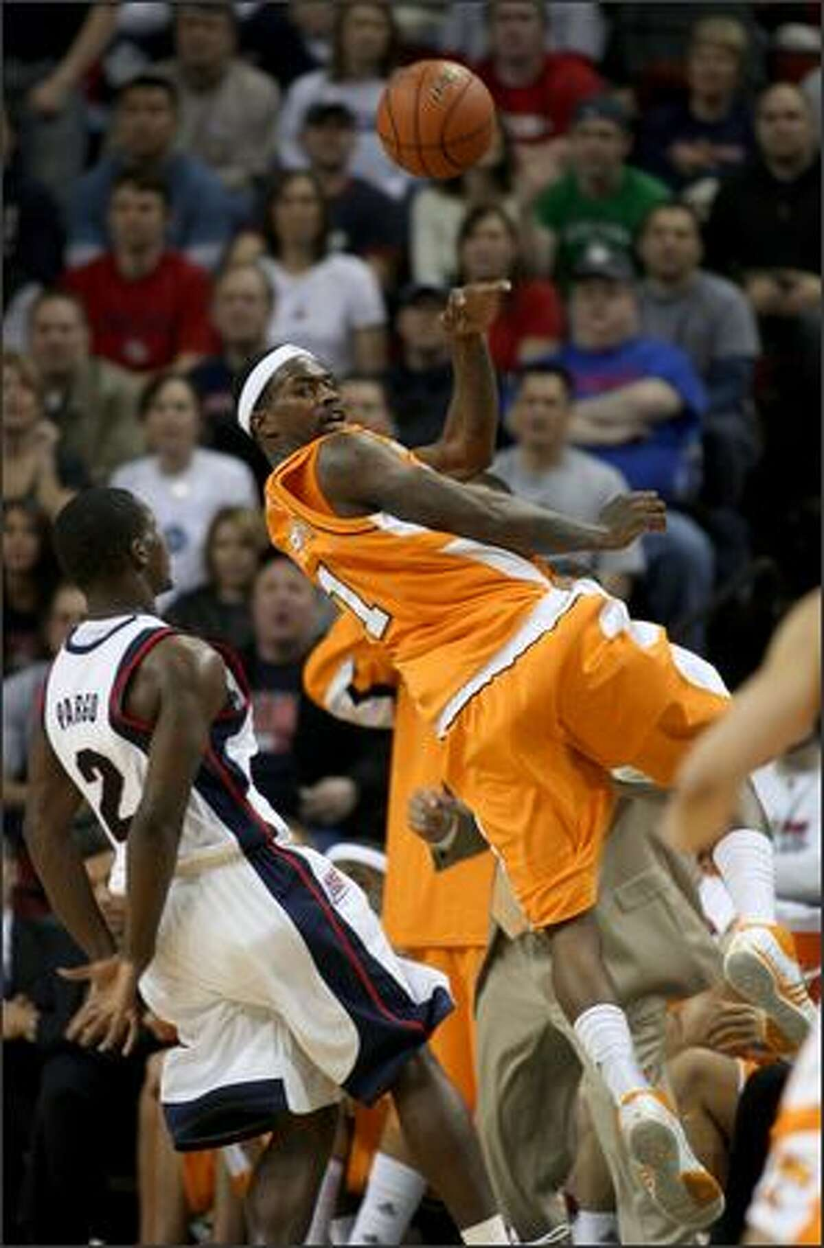 Gonzaga junior Jeremy Pargo steps away as Tennessee sophomore Tyler Smith saves the ball from going out of bounds.