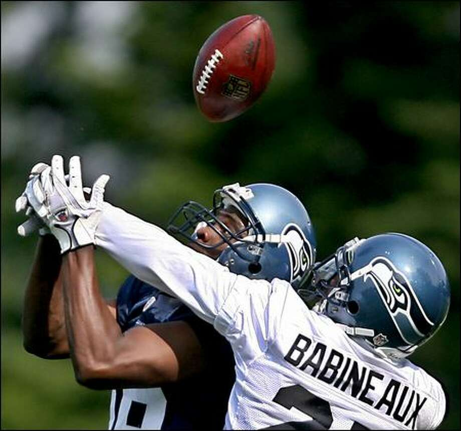 Jordan Babineaux breaks up a pass intended for Courtney Taylor during the Seahawks' first training camp practice Friday. Photo: Scott Eklund/Seattle Post-Intelligencer
