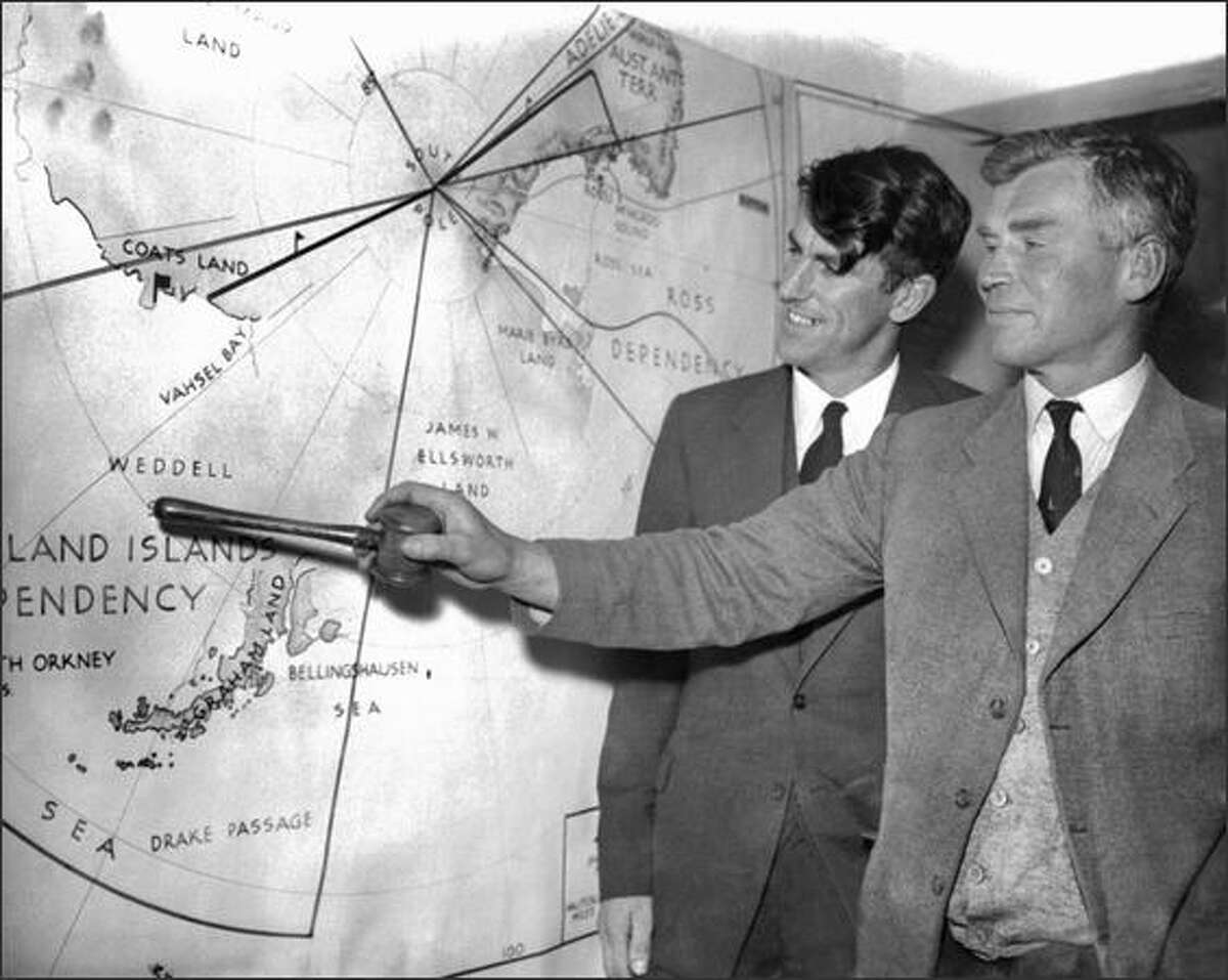 British explorer Vivian Fuchs (R) and New Zealand explorer Edmund Hillary give a press conference in 1957 about their expeditions to the South Pole.