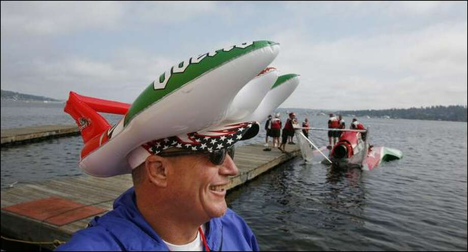 Lindsey Gear enjoys the races from the hydroplane pit Sunday – VIP access that he swung by donating to a fundraising auction. Photo: Paul Joseph Brown/Seattle Post-Intelligencer