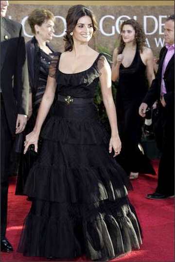 Actress Penelope Cruz arrives at the 64th Annual Golden Globe Awards on Jan. 15, 2007.