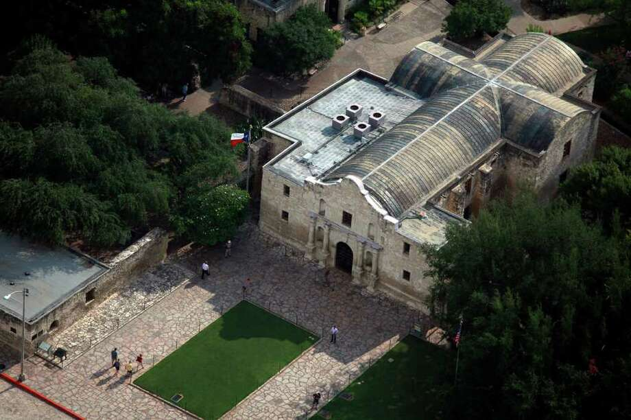 The AG's office hasn't released findings of its investigation of the DRT, but has cited concerns about upkeep of the Alamo chapel's leaky roof and inadequate capital fundraising. Photo: Lisa Krantz/Express-News / SAN ANTONIO EXPRESS-NEWS
