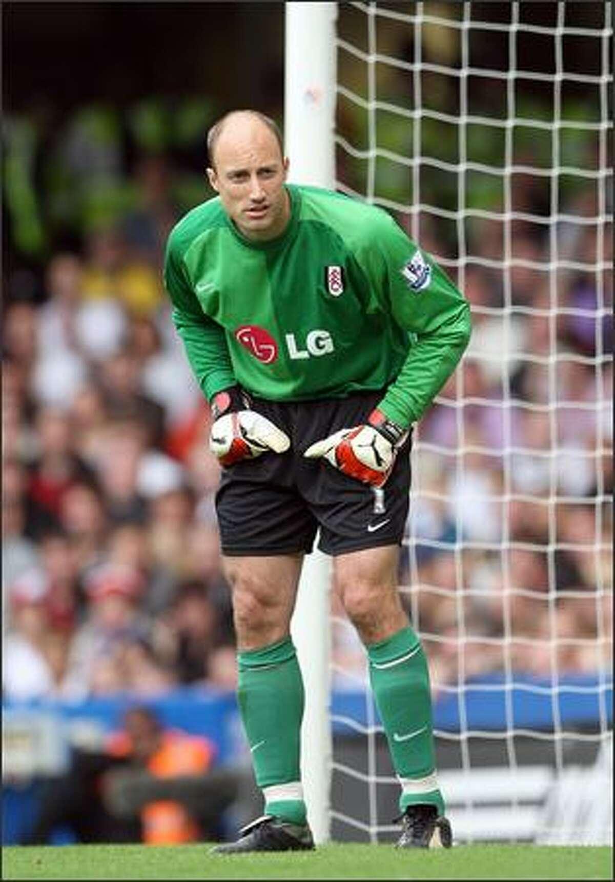 Kasey Keller mans the net for Fulham in a Premier League match against Chelsea at Stamford Bridge.