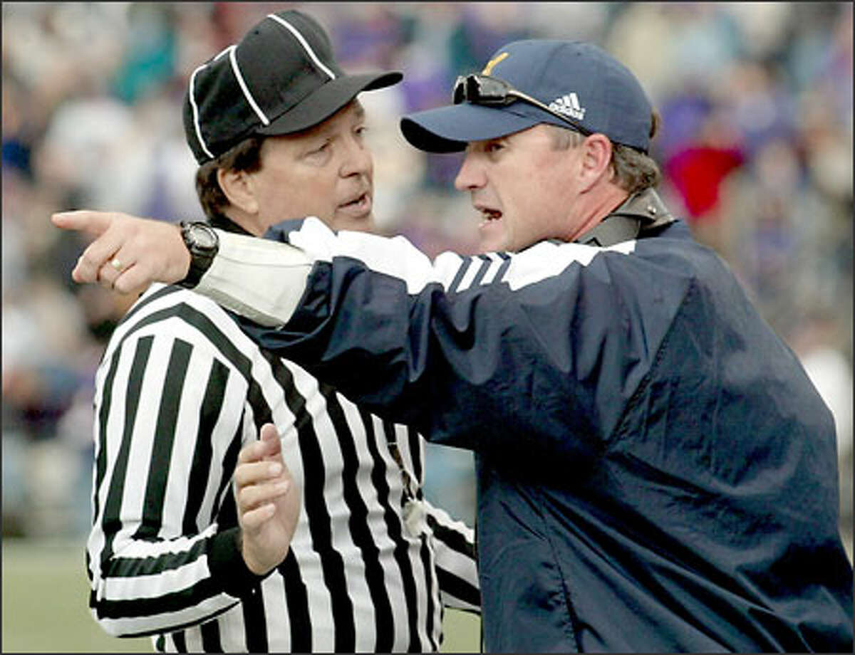 California coach Jeff Tedford tries to get the referee to change a call in the third quarter.