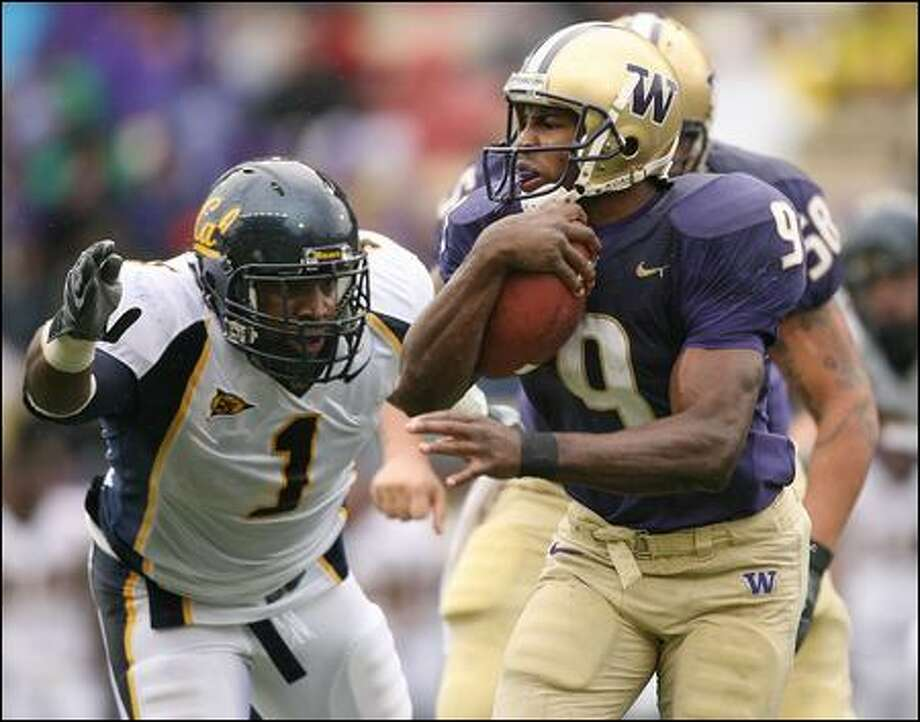 Washington's Louis Rankin, shown here in action last season on Nov. 17 against Cal's Worrell Williams, rushed for 224 yards that day to become the 12th Huskies running back to top 1,000 yards in a season. Photo: Otto Greule Jr./Getty Images/2007