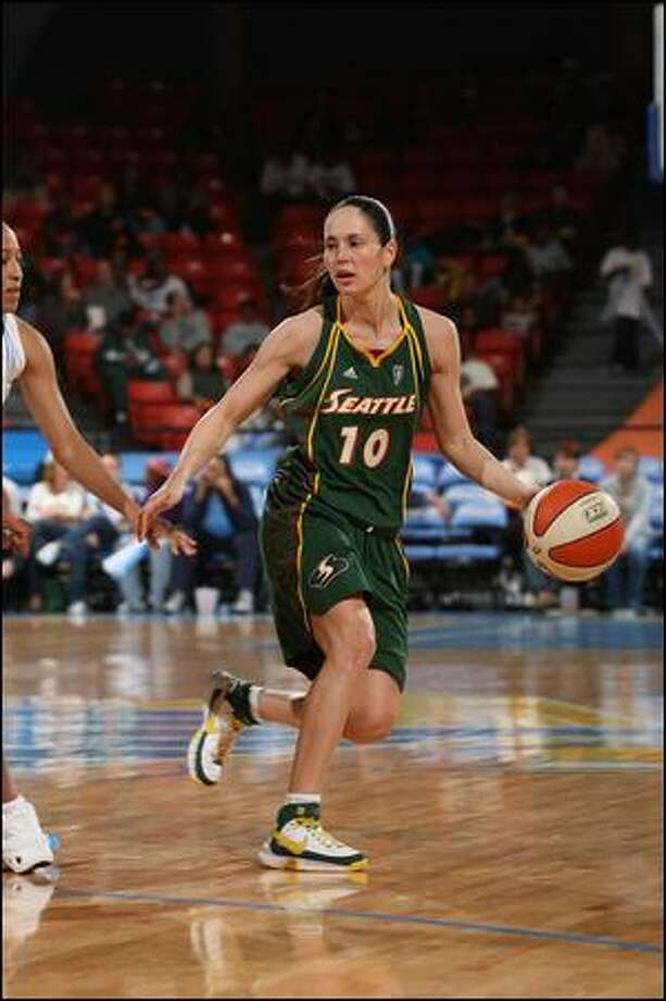 Sue Bird had a 13-point fourth quarter Thursday and had a hand in all of the Storm's final 14 points aside from the closing basket. Photo: Nbae/Getty Images