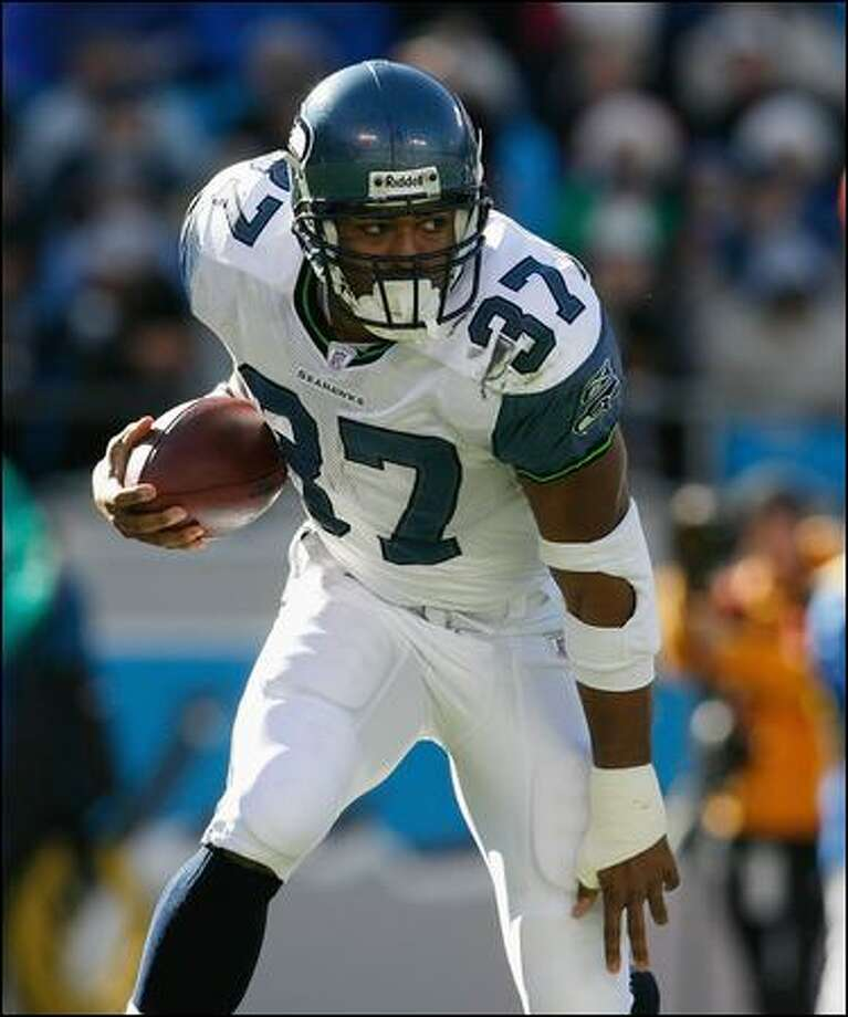 Shaun Alexander, who was cut by the Seahawks in April, says he's stronger than ever and hopes a team gives him a chance. Photo: Getty Images/2007