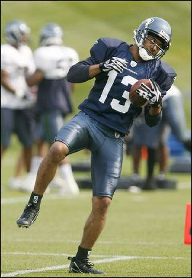 Newly signed receiver Keary Colbert pulls in a reception during his first Seahawks practice Wednesday. Photo: Dan DeLong/Seattle Post-Intelligencer