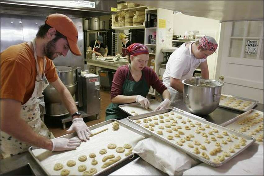 25. Food preparation workers Hires: 1,508Percent of total hires: 0.9 percentAverage hourly wage: $9.99Median hourly wage: $9.34