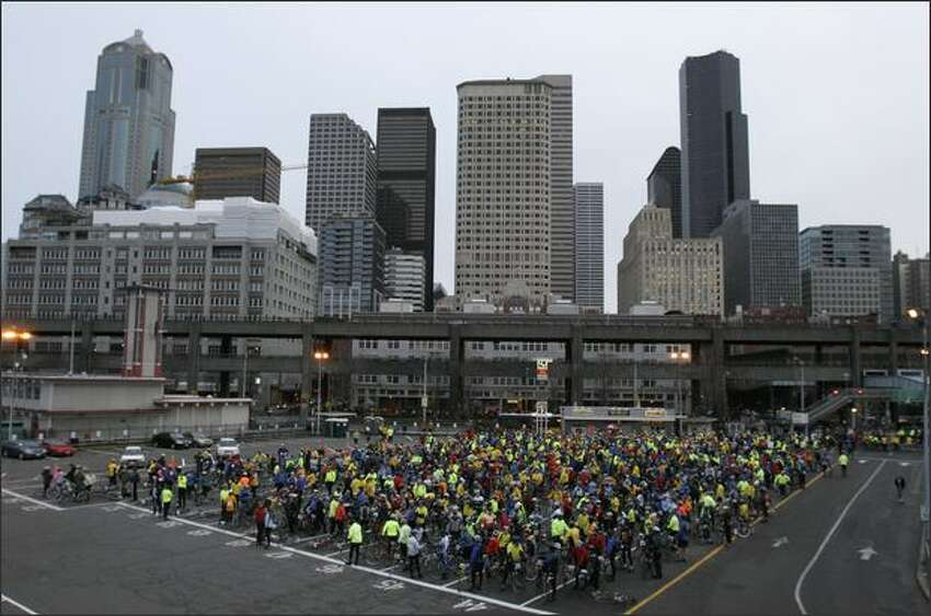 The first wave of approximately 1550 riders waits to board the 7:55am Seattle ferry to Bainbridge Island for the 36th annual