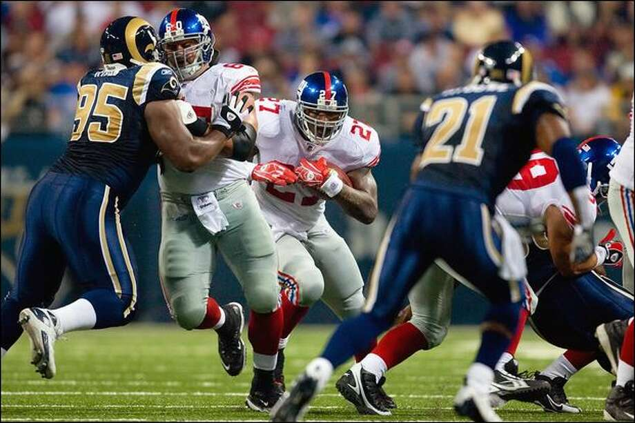 New York Giants running back Brandon Jacobs is a 264-pound battering ram carrying the ball. Photo: Dilip Vishwanat/Getty Images