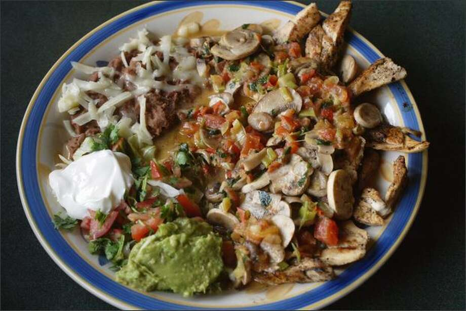 Fajitas Sabrositas – chicken sauteed in mushroom sauce – is a perfect example of Las Sabrositas' generous and filling dishes. Photo: Karen Ducey/Seattle Post-Intelligencer