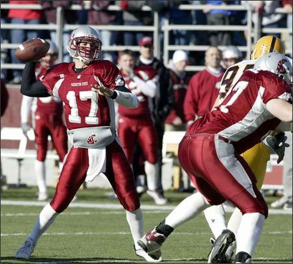 Washington State quarterback Jason Gesser (17) sets up to throw a touchdown pass against Arizona State during the first quarter Saturday, Nov. 2, 2002 at Martin Stadium in Pullman, Wash. (AP Photo/Jeff T. Green)