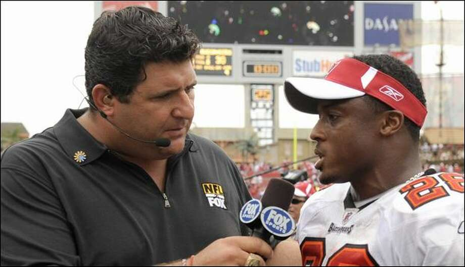 Tony Siragusa, speaking with the Buccaneers' Warrick Dunn, has developed undeniable on-air chemistry with Daryl Johnston and Kenny Albert on Fox. Photo: Al Messerschmidt/Getty Images