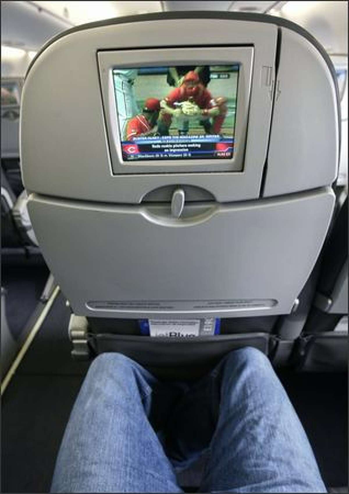 The JetBlue Airways EMBRAER E190 airplane features 36 channels of free DIRECTV programming, XM Satellite Radio and FOX InFlight movies. The cabin brags the best legroom in coach and no middle seats, with each row consisting of 4 passengers, split into twos by the aisle.